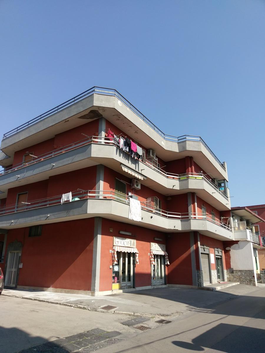 Appartamento zona centrale in piccolo condominio con box auto.